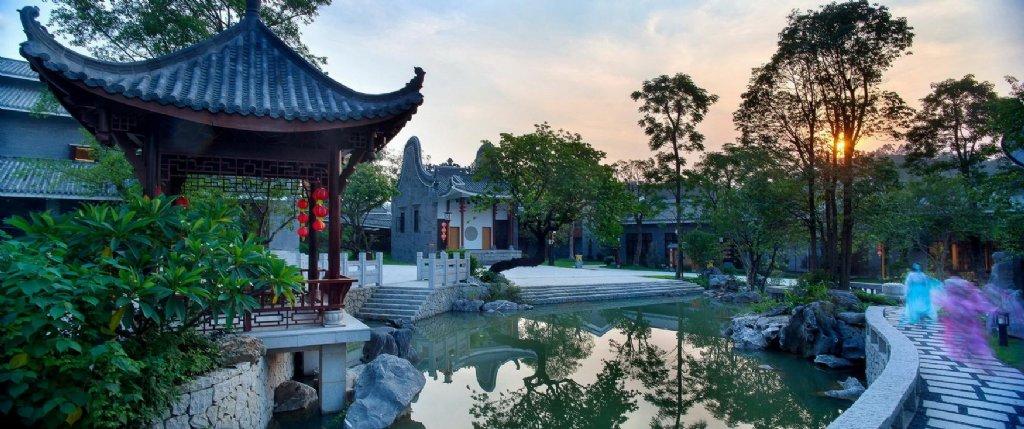 中式园林中的景观小品